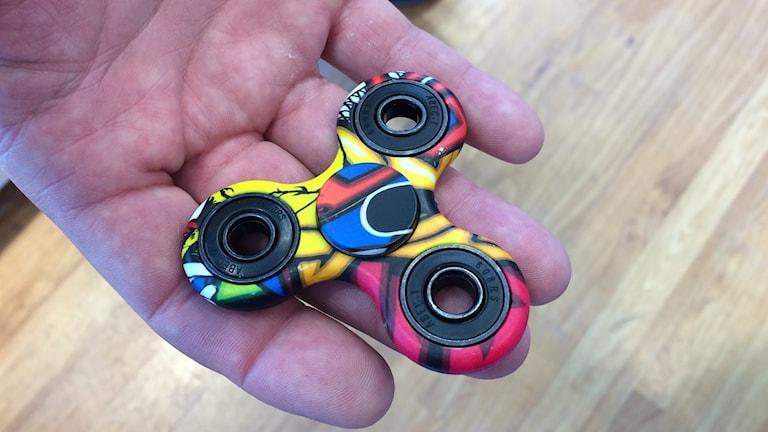 Fidget Spinner är uppfinningen som ska få ungdomar att lyssna under lektionerna