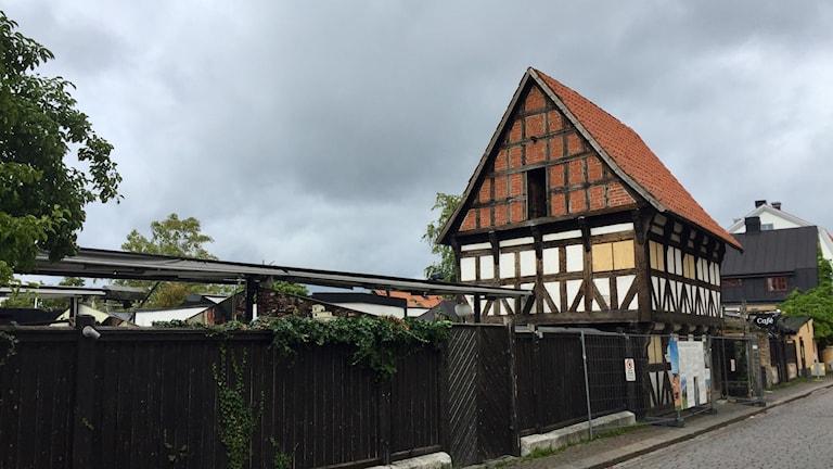 Förfallet korsvirkeshus i Visby