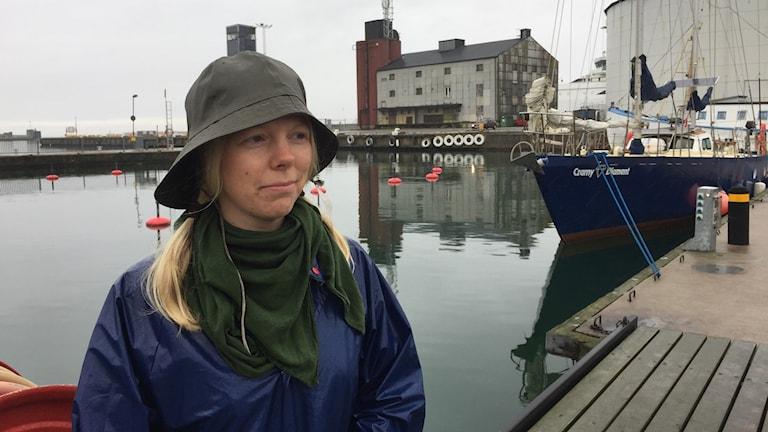 Frida Löfqvist har nu fått lift med den sju personer stora besättningen på den Polska båten Den svarta diamanten.