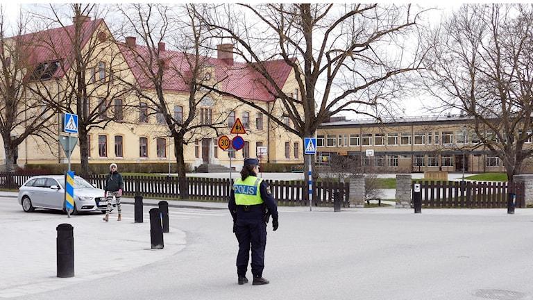 Polis på gatan i Visby under påskmarsch