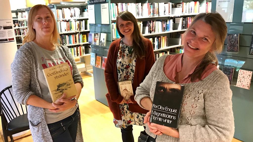 Bibliotikarierna Maja Markhouss, Rose-Marie Larsson-Cedendahl och Katarina Petersson