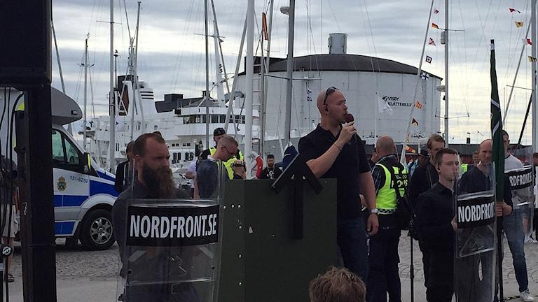 Polis vid Nordfront, och Nordiska Motståndsrörelsen Almedalsveckan