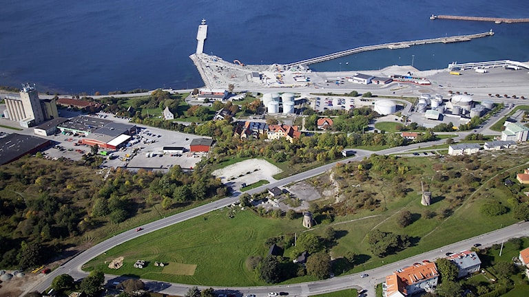 Hällarna i Visby med kryssningskajen