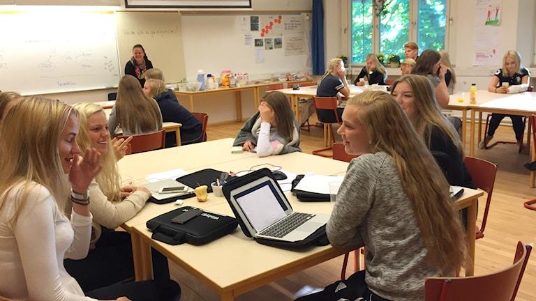 Elever på handelsprogrammet i Wisbygymnasiet