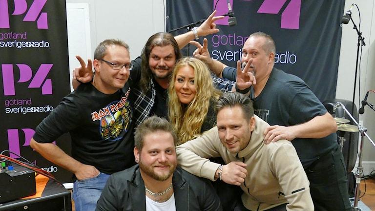 Evve (Evelina Engström) med band