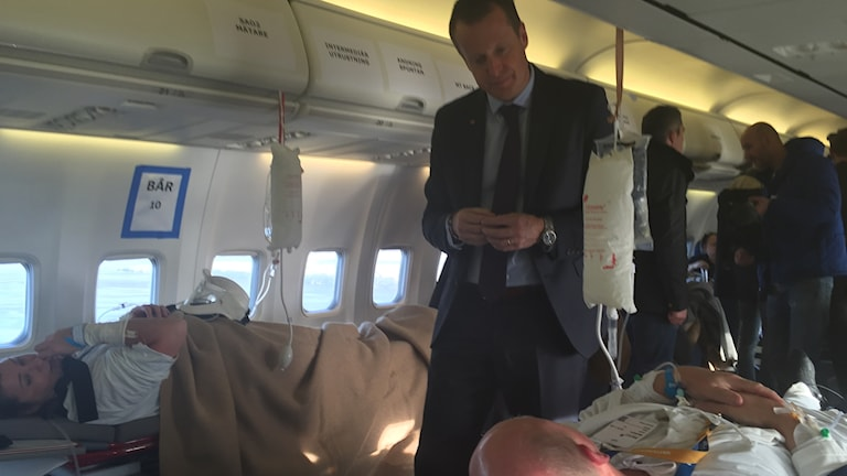 Anders Ygeman i flygplan