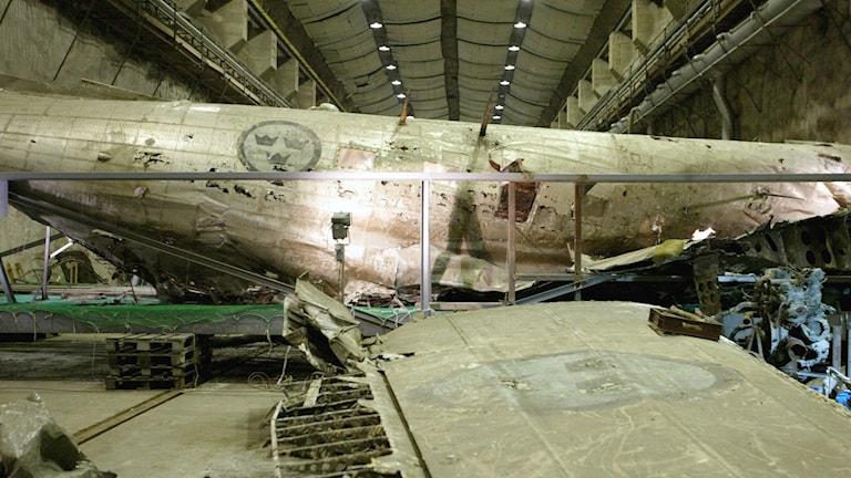 Den  bärgade DC 3:an, som försvann över Östersjön 13 juni 1952 efter nedskjutning av Sovjetunionen, på Musköbasen.