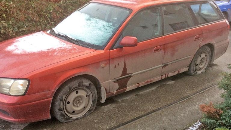 Pernilla Svenssons punkterade bil.