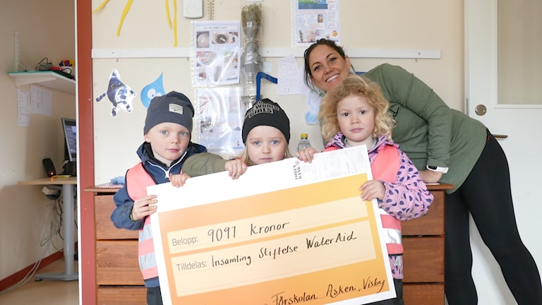 förskolan Asken har samlat in pengar till ett vattenprojekt.