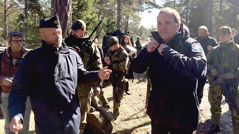 Statsminister Stefan Löfven besöker Tofta skjutfält
