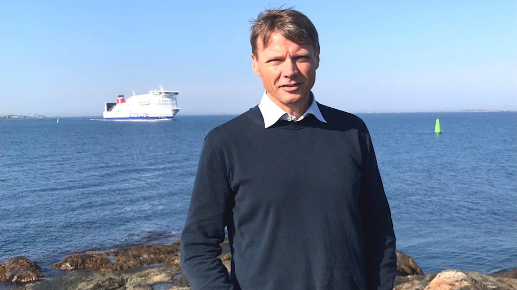 Karl Jivén vid havet.
