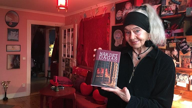 """Towan Obrador med sin nya bok """"När det dagas"""""""