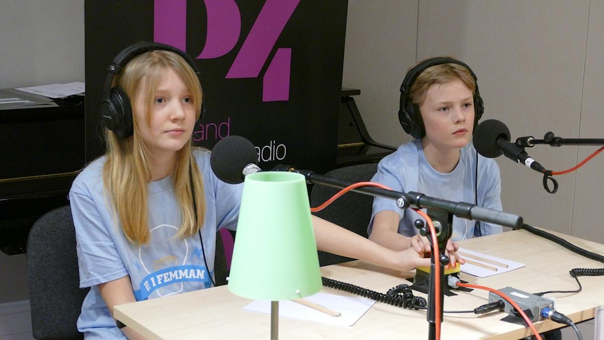 Molly Andersson Snygg och Harry Lindblad från S.t Hansskolan