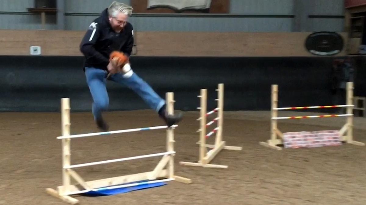 Anton Kalm med käpphäst