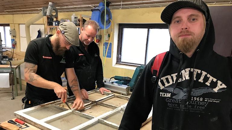 Levi Bengtsson, Mikael Gustavsson och Andreas Vesterlund i Lövstakooperativets lokaler