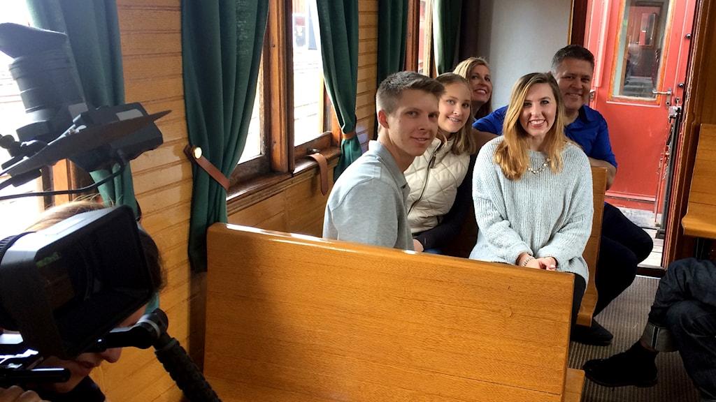 Familjen Mitchells med Jake, Tessa, Taylor och föräldrarna Bridget och Arthur blir filmade på sin semester.
