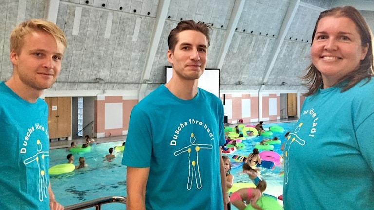 Badvakterna Albin Lindholm, Nisse Lindblom och Hanna Nyberg är glada att Dive-in bio har blivit så populärt.