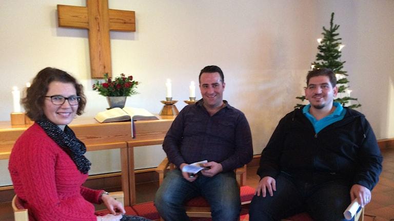 Ingela Haskel i samtal med Taufik Hafez och Omar Alsabek. Foto: Karin Malmsten/Sveriges Radio.