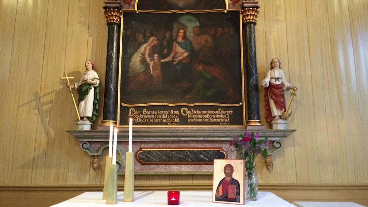 Altaret i Brämaregårdens kyrka.