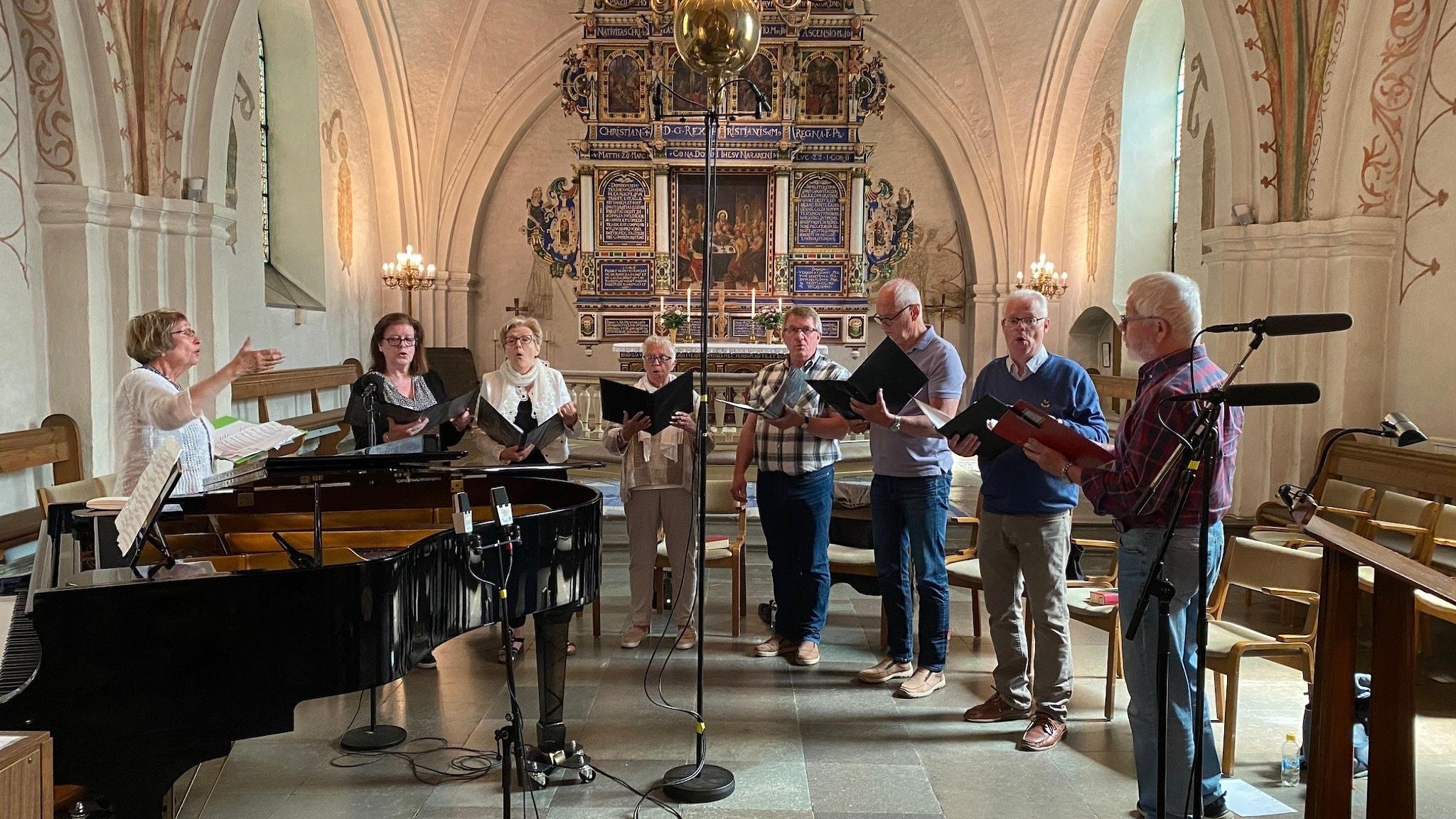 Sången framförs av kören Crimond.