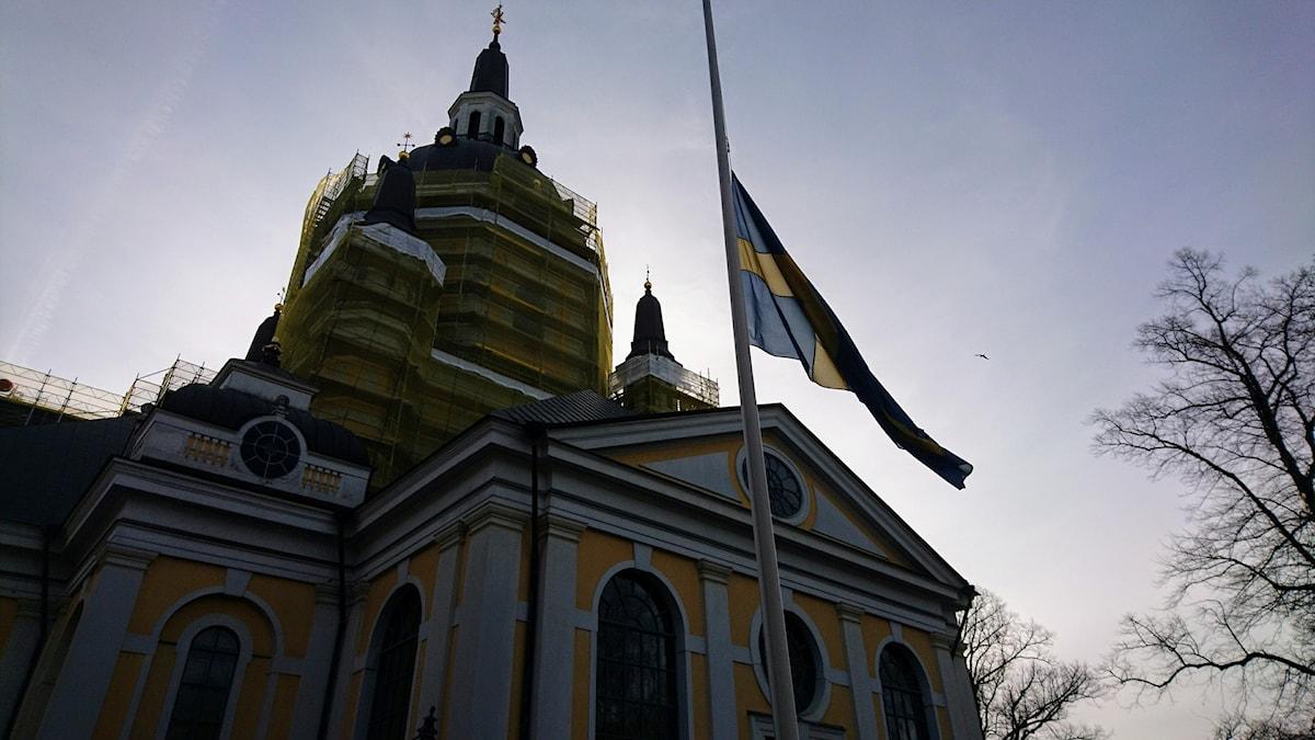 Katarina kyrka flaggar på halv stång.