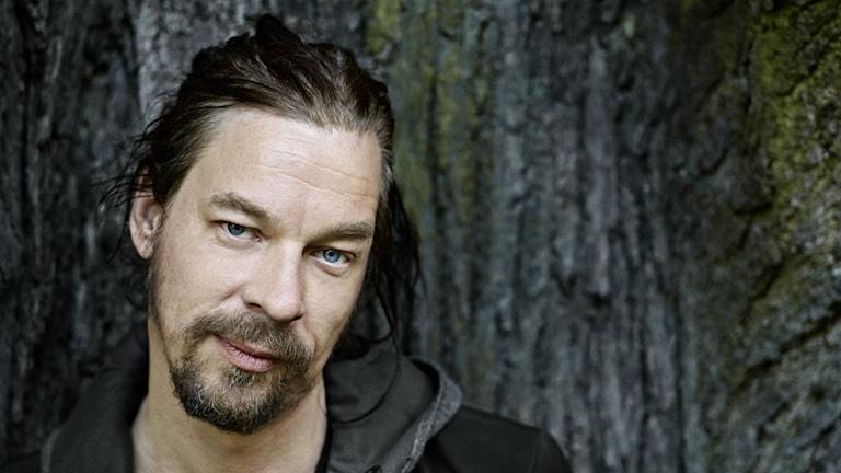 Poeten Bob Hansson medverkar från Bokmässan.