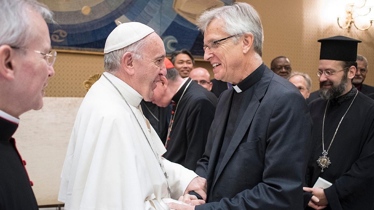 Påve Franciskus och Martin Junge, generalsekreterare för Lutherska Världsförbundet (LVF).