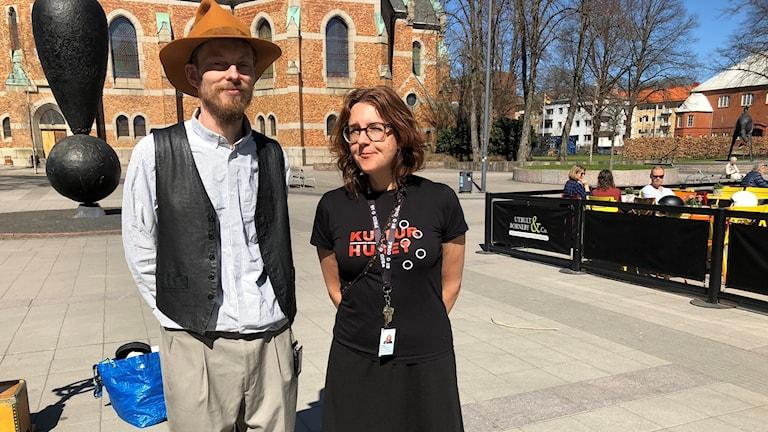 Jonna Börjesson kultursekreterare Borås Stad tillsammans med gubben Pettson