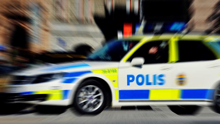 Polisbilen på bilden har inget med händelsen att göra.