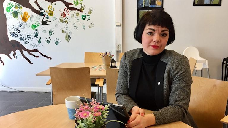 Vänsterpartisten Ida Legnemark på Vi-kontoret på Hässleholmen.