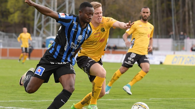 Elfsborgs Joakim Nilsson steget efter Sirius Moses Ogbu i matchen i söndags.