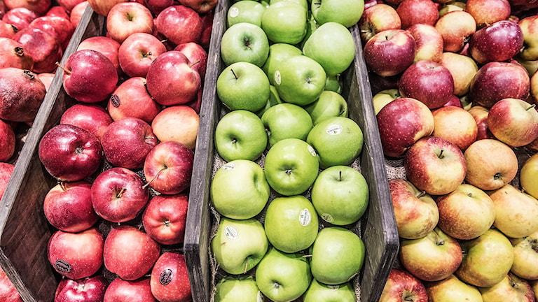 Äpplen från en ekologisk butik.