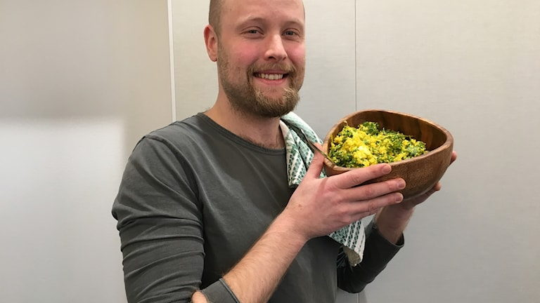 Viktor Ingemarsson serverar gärna sallad på quinoa och saffran på julbordet.