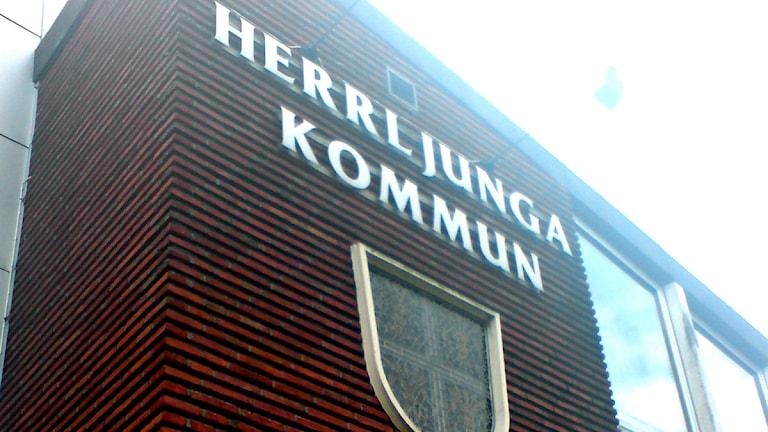 Underliga tuser i Herrljunga kommunhus. Foto: P4 Sjuhärad.