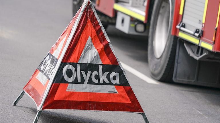 Triangel utställd vid olycksplats.