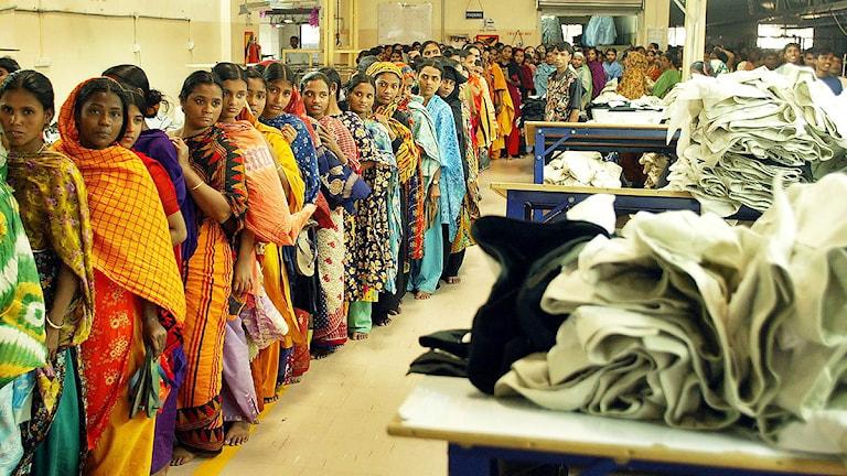 Kvinnor vid en textilfabrik i Bangladesh. Foto: Scanpix.