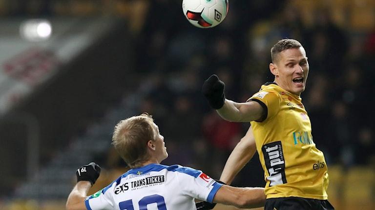 Norrköpings Sebastian Andersson och Elfsborgs Jon Jönsson under onsdagens fotbollsmatch i allsvenskan mellan IF Elfsborg och IFK Norrköping på Borås Arena i Borås.