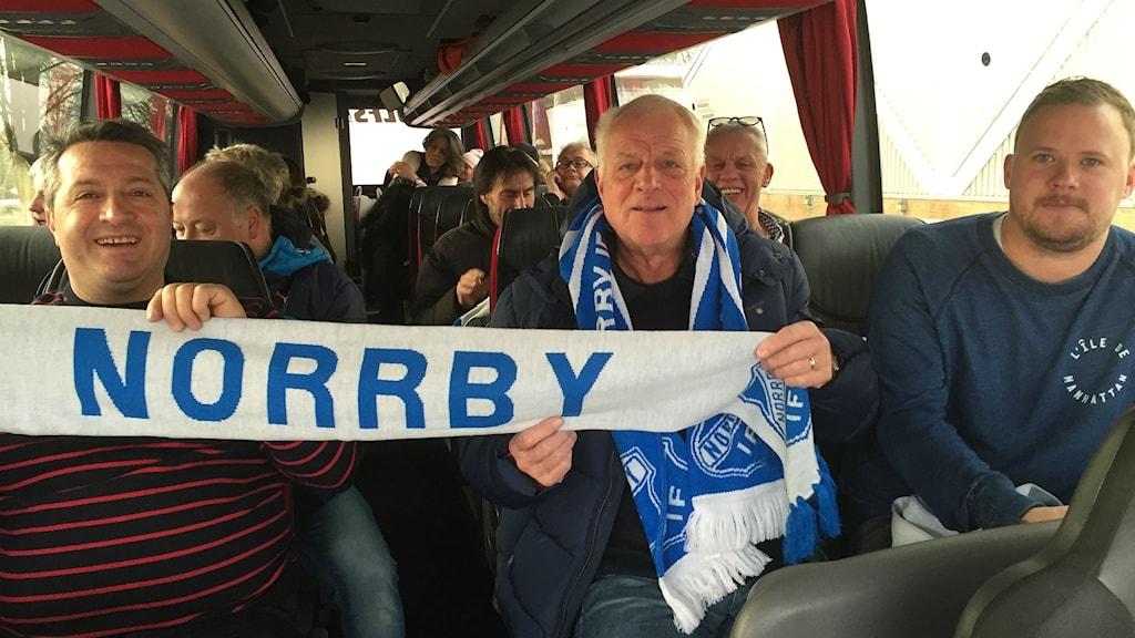 Supporterklubben till Norrby IF på väg till Södertälje.