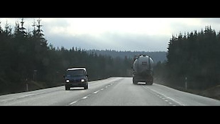 Riksväg 41 - med plats för tre körfält och mitträcke. Foto: Jan-Åke Thorell