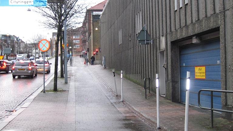Polishusets utryckningsväg.
