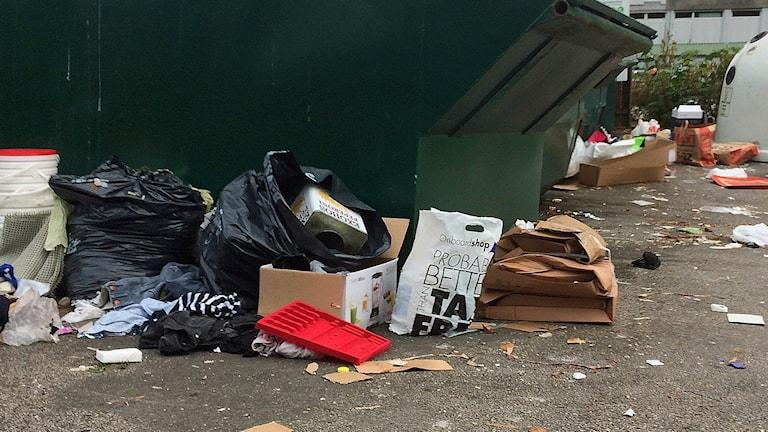 Sopor på en återvinningsstation