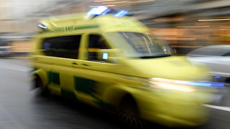 Fyra personer förda med ambulans till sjukhus i Jönköping.
