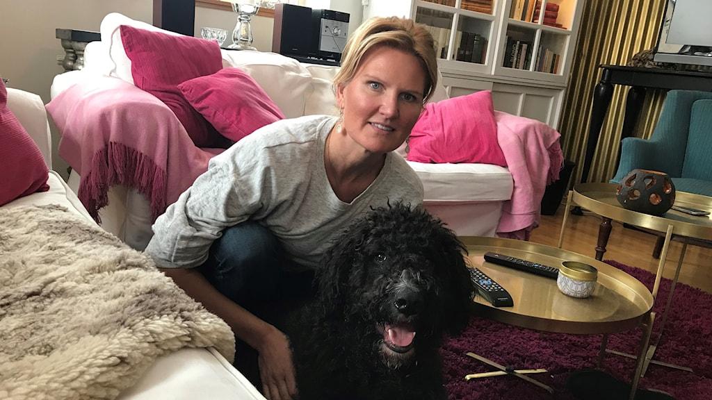 Jenny Wulf tillsammans med hunden Vader.