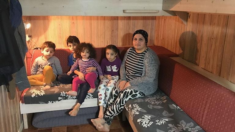 Um Muhammad Är ensam mamma med fyra små barn
