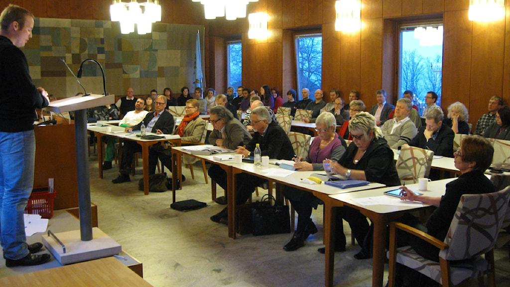 Kommunstyrelsen i Ulricehamns sammanträde var knökfullt. Foto: Jan-Åke Thorell P4 Sjuhärad