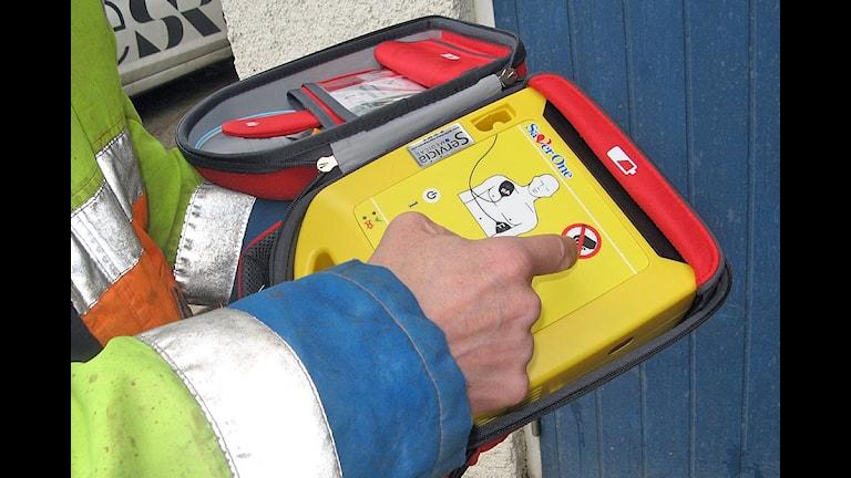 En liten maskin som räddar liv. Appen visar var närmsta hjärtstartare finns.