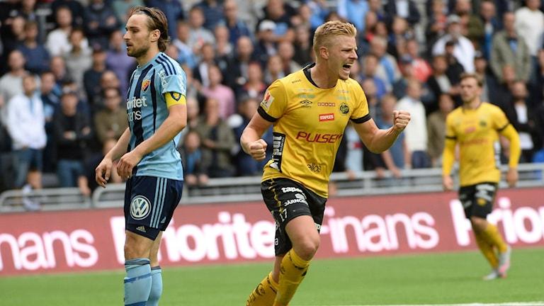 Elfsborgs Per Frick jublar efter ha gjort mål i förra säsongens möte med Djurgården i Stockholm.