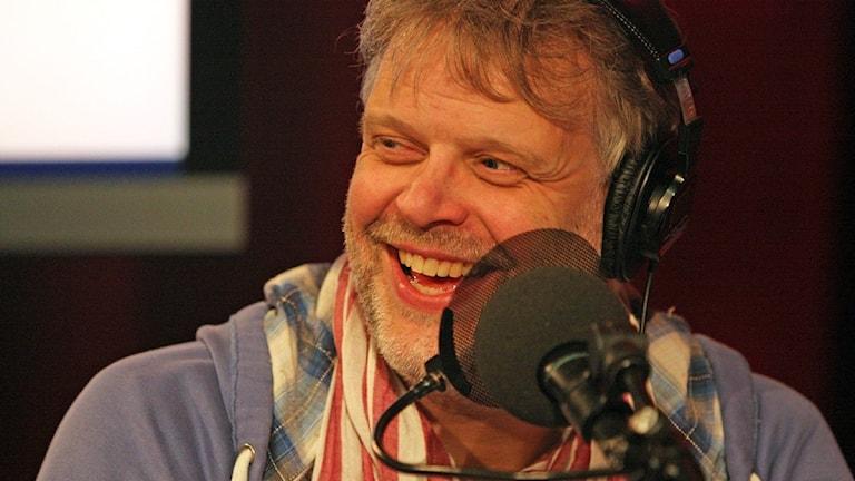 Hans Rosenfeldt som skrivit manuset till Bron ger tips på hur politiskaintervjuer blir mer spännande. Foto: Foto: Benjamin Thorén, Sveriges Radio