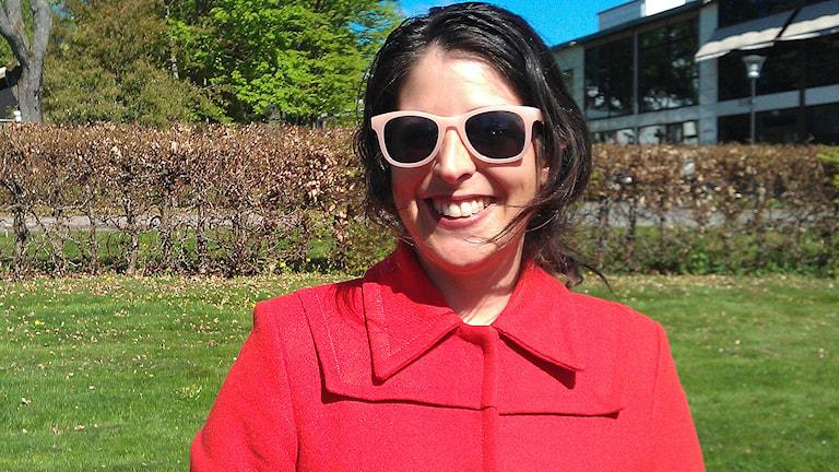 America Vera-Zavala (V) höll tal i Kinna om intoleans, homofobi och rasism. Foto: Pär Sandin.