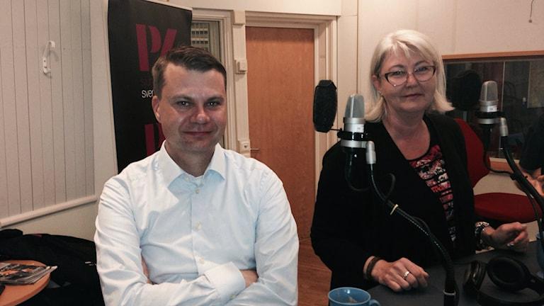 Ulf Olsson(S) och Annette Carlson(M) dagen efter valet. Foto: Mattias Johansson